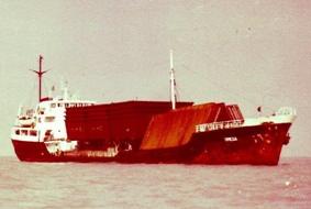המיכלית סירניה בפיקוד רב חובל איתי בארי מובילה דוברות תוצרת מספנות ישראל אל המפרץ הפרסי.
