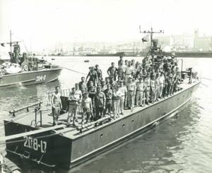כמחצית אנשי פלגה 914 על סיפון טרפדת ט-208 בנמל חיפה