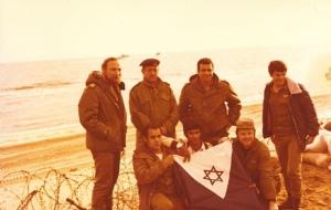 דגל חיל הים שהורד בעת פינוי המעוז
