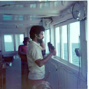 רב חובל יעקב הרצוג קברניט המיכלית סירניה בגשר האניה במפרץ סואץ לפני הפעלת המוקש