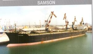 המיכלית סמסון שהתחמקה מצוללת מצרית פורקת דלק בנמל אילת