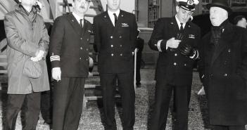 """פיקוד חיל הים עם מנהל מספנות שרבורג בעת השקת אח""""י מבטח 11 אפריל  1967"""