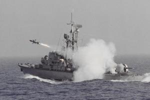 ספינה מדגם סער 4 יורה טיל גבריאל