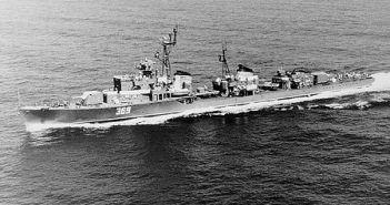 משחתת סקורי שנשלחה לירוט ספינות שרבורג לכיוון מדרום למלטה