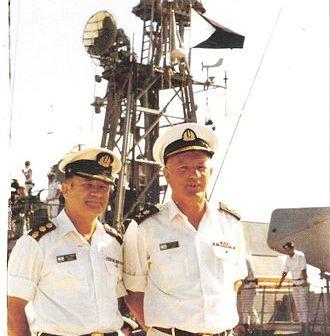 """מפקד חיל הים ביני תלם והנספח הימי בוושינגטון על סיפון אח""""י תרשיש בנמל מיאמי יולי 1976"""