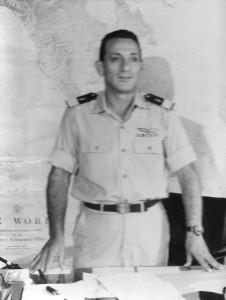 מפקד חיל הים אלוף שלמה אראל בלשכתו. 1967