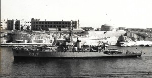 """אח""""י מבטח ק-28 בכניסה לנמל וואלטה מלטה."""
