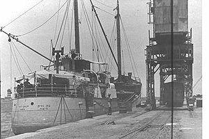 האניה בת גלים עצורה במצרים