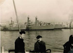 """שייטת המשחתות והצוללת אח""""י רהב בנמל נפולי"""