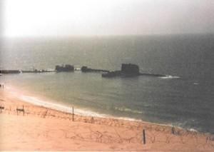 השקעת כלי שיט כשובר גלים למעגן בסיס דפנה 1977