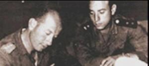מפקד קומאר 504 סרן אחמד שאכר, משמאל וסגן חסן חוסני, מימין,. שהטביעו את המשחתת אילת