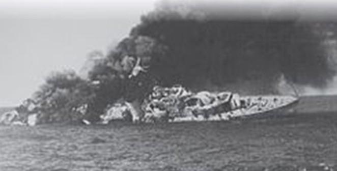 """אח""""י יפו ק-42 טובעת לאחר שנפגעה מ-3 טילי גבריאל"""