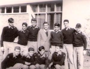 המורה לניווט ר/ח עמנואל קלמפרר עם מחזור ג שייטים 1956
