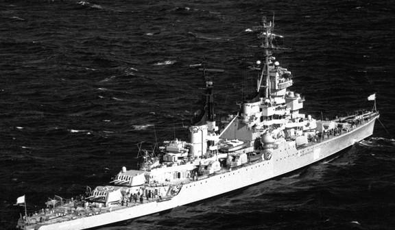 הסיירת הסובייטית זדאנוב אניית הדגל של השייטת החמשית בים התיכון.