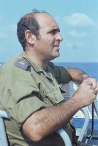 """אל""""מ אברהם אשור מפקד מבצע הנחיתה.6 ביוני 1982 (צילום יוסי בן-חנן)"""
