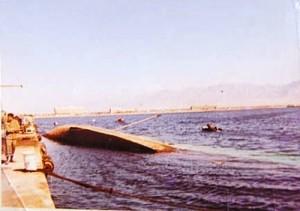 אניית התובלה בת גלים שקועה ליד רציף הנמל הצבאי באילת