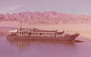 הנחתת פ-63 ועוד נחתות 60 מטר מחיפות על חוף סיני בתקופת מלחמת ההתשה.