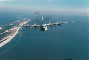 מטוס הרקולס בסיור מעל הים