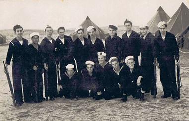 חלק מקורס מפקדי סירות של יחידת הנחיתה אוגוסט 1948