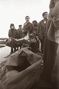אחת מסירות הגומי בחוף תל אביב 7 במרץ 1975.