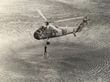 מסוק  S-58 בתרגיל חילוץ מהים