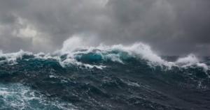 גלי סערה במפרץ סואץ