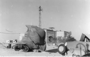 שתי ספינות ברטרם מוחבאות ליד מבנה הבסיס
