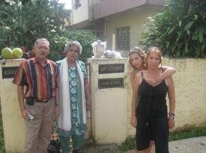 גב מלכה שטאיר וביתה מתארחות אצל משפחת פינטו בגואה