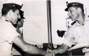 מעמד קבלת הפיקוד ממפקד חיל הים שלמה ארל למפקדי האניות גבעתי ולוי.