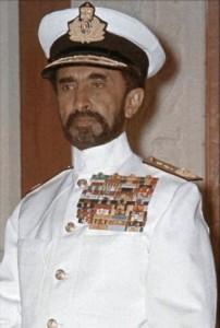 היילה סלאסי קיס אתיופיה במדי אדמירל של הצי האתיופי