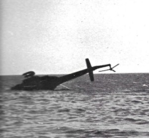 אחד המסוקים שביצעו הנחתת כח באזור אבו רודס והופל ליד חוף הים