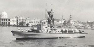 """אח""""י מולדת בפיקוד אלי רגב בביקור בנמל אחכסנדריה מאי 1980"""