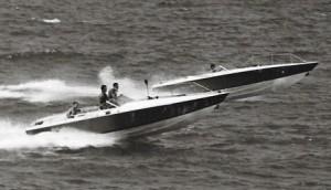 זוג סירות סנונית בעת קליטתן בשייטת 13