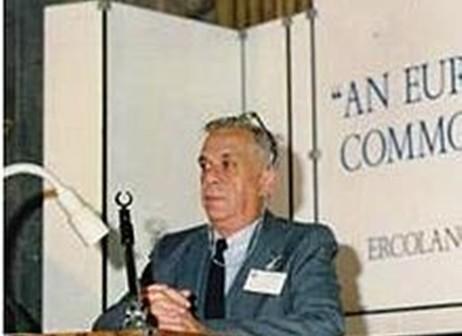 רב חובל בכיר עמנואל קלמפרר בכנס מקצועי ביוון 1976