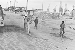 איסוף שבויים מצריים בעדביה 24 באוקטובר 1973.