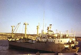 אוניית הסוחר א.מ. לאה בקרבת החוף הספרדי בעת תדלוק ספינות שרבורג 26 דצמבר 1969