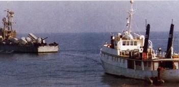 """אח""""י יפו מתארגנת  לגרירת היאכטה 'אנג'ל' שנתפסה בלב ים, אוגוסט 1988"""