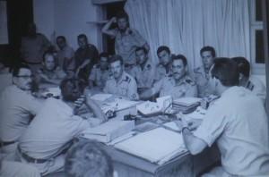 קבוצת פקודות של מפקד חיל הים שלמה אראל מימין לקראת מלחמת ששת הימים.