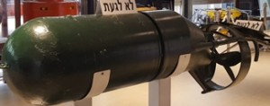 """כלי עזר לצולים """"דולפין"""" במוזיאון ההעפלה וחיל הים"""