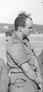 הלוחם אמנון בן ציון במהלך האימונים בצרפת, 1958.