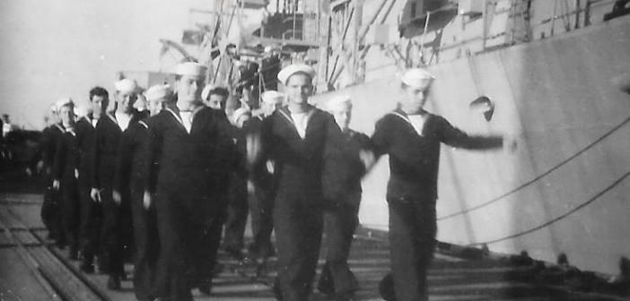 """קורס גדנ""""ע ים מחזור ב' צועד על הרציף הצבאי ליד אח""""י אילת א-16"""