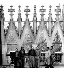 """קבוצת גדנ""""עים על גג כנסיית ה'דואומו' במילנו."""