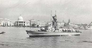 """ספינות חיל הים אח""""י מולדת בנמל אלכסנדריה 5 במאי 1980"""