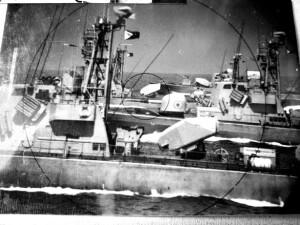 ספינות סער במסדר קרוב. דגל חיל הים בתורן