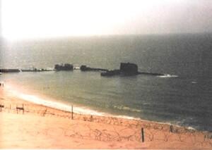 """המעגן בשלב הבניה. נמ""""כ ואחי נגה מושקעות, הצוללת מתקרבת למקומה"""