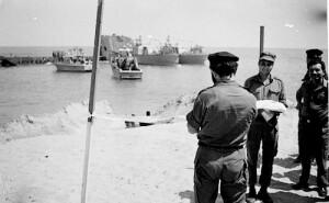 מפקד חיל הים מיכאל ברקאי פותח רשמית את המעגן בדפנה.