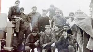 """צוות אח""""י בתשבע בתקופת האירוע נסים דנון כורע משמאל"""