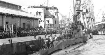 """קבלת פנים לצוללת אח""""י רהב בנמל חיפה 15 ביוני 1960"""