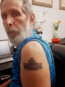 """סמל פלגות הבט""""ש מקועקע על זרועו של רס""""ב שלמה ערן"""