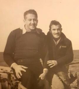 משמאל מילה ברנר מפקד המעוז ומימין יוסף אלמוג סגן המפקד.